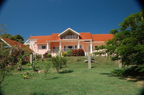 4 bed villa with separate annex