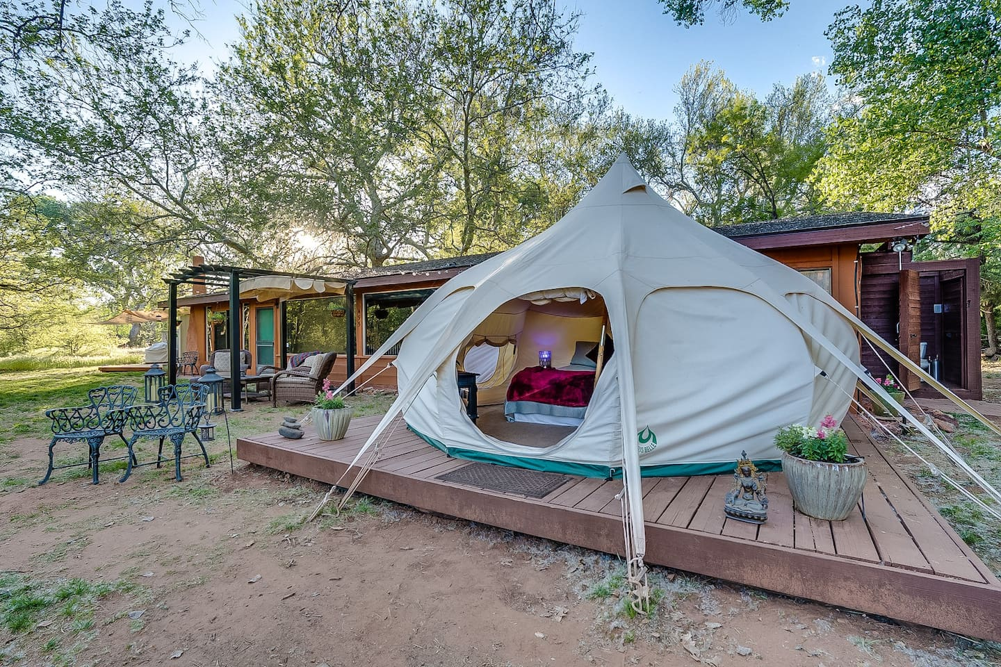 Does it get any more beautiful and charming than this!? Outdoor Sedona glamping at its finest with all the amenities you could ask for and special unique touches that make your Sedona stay incredibly unforgettable!