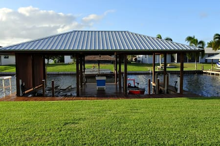 Quaint home with your very own Boat Slip!