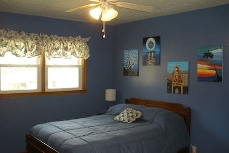 Room w/ private bath, easy check in, in-home gym - Norcross