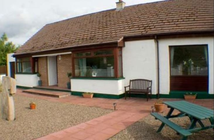 Riverview- double room, village centre