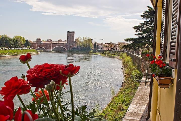 Casa Archi: vista sull'Adige WI-FI - Verona - Apartemen