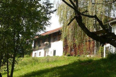 Romantische Wohnung auf altem Hof - Konzell