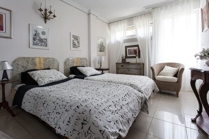 Appart. for 6/7 people, garage pool - Sewilla - Apartament