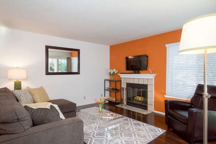 Oakland Hills 1BR Condo Retreat in Gated Community