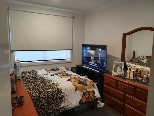 Rent Furnished room in new, luxury house
