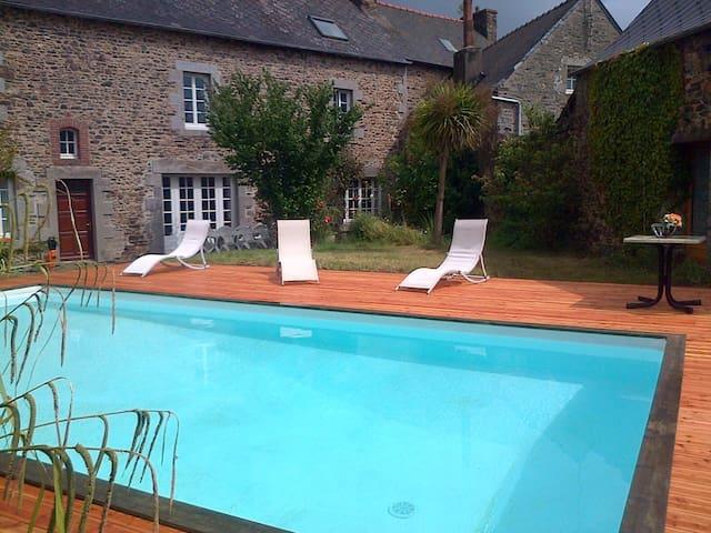 Grande maison avec jardin et piscine 16 personnes - Lanvollon - Ev