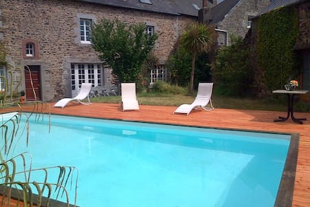 Grande maison, jardin, piscine - Lanvollon