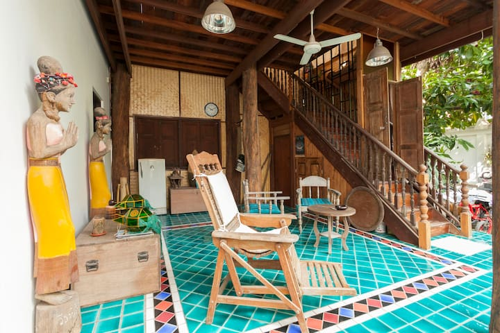 Fantastic unique wooden house - Chiang Mai - Huis