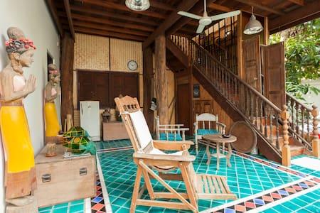 Fantastic unique wooden house - Chiang Mai - Rumah