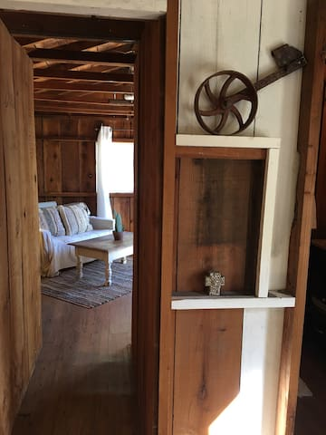 Ballard Creek Rustic cottage #1