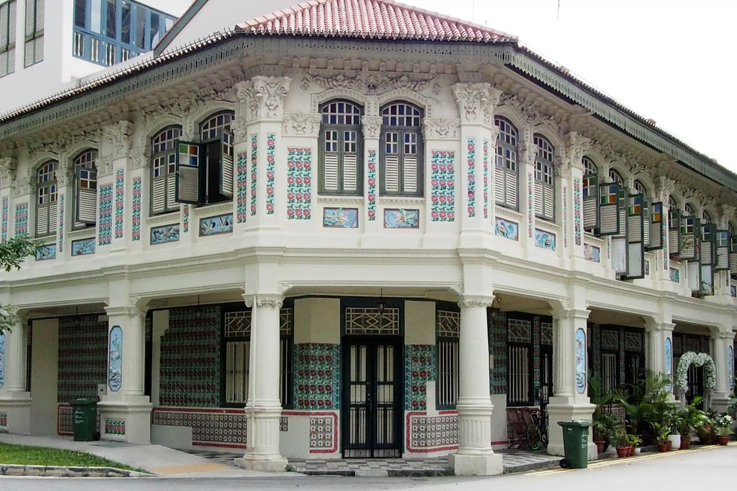 The iconic Petain Row of conserved Shophouses, perfect examples of the Singapore Eclectic style that feature ornate Spanish tiles, Chinese animal motifs, Malay eaves and European carvings...a true blend of culture :)