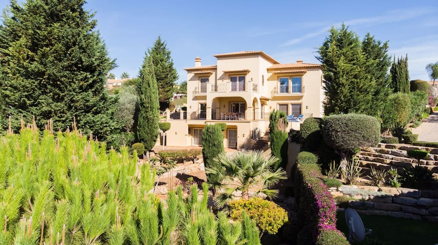 Luxury 5 Bed Villa With Heated Pool, 5 Minutes From The Clifftops