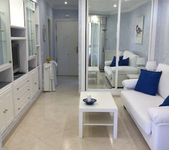 ELEGANT STUDIO FIRST LINE BEACH BENALMADENA - 貝納爾馬德納 - 公寓
