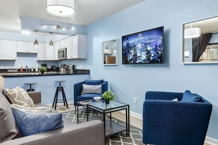 Vibrant 2BR ★ Heart of Chapel Hill ★ WiFi ★Parking