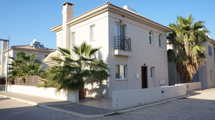 Villa Viollet, close to the beach