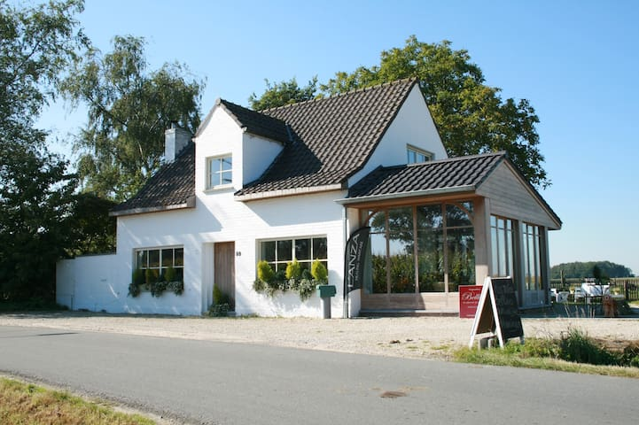 renovated farmhouse with breakfast - Torhout - Casa