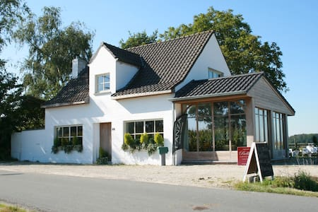 renovated farmhouse with breakfast - Torhout - House