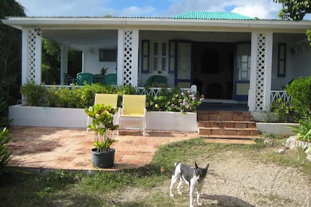 Charming West Indian Cottage,VIEWS! - Blowing Point Village - Rumah
