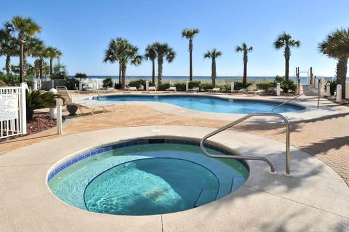 Charming Condo! Gulf Front, Outdoor Pool!