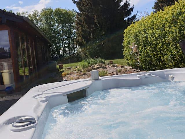 Traumvilla Vajuma in der Eifel: Whirlpool, Sauna