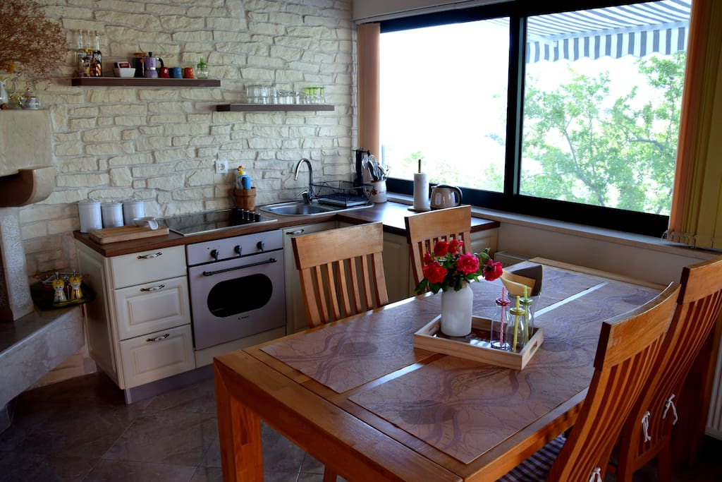 Kitchen & Dinning table