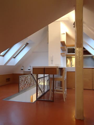 Small attic studio with great views - Prag - Lägenhet
