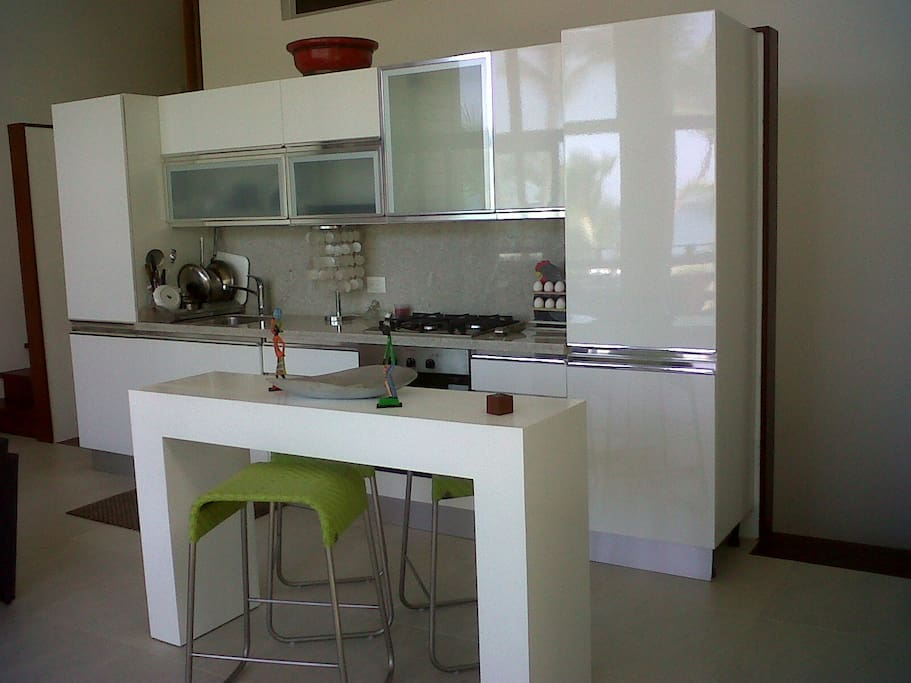 MODERN ITALIAN KITCHEN FULLY EQUIPPED
