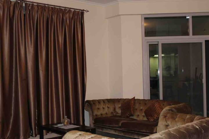 Stunning Room with sea view for ladies in Marina