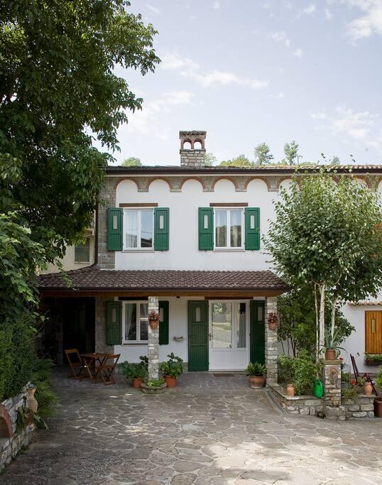 La casa - Facciata (foto di Andrea Bosio)