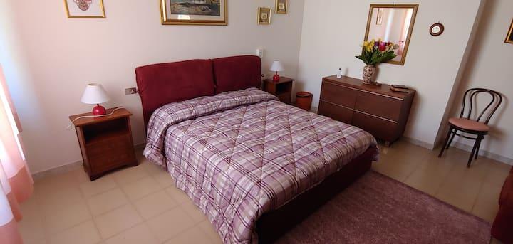 Oristano - Stanza matrimoniale - CODICE IUN P3597