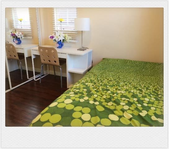 Nice bed room on first floor. - Riverside - House