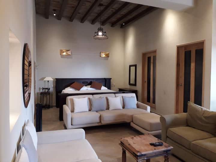 Villa Jazmín enclavada en el campo sanmiguelense