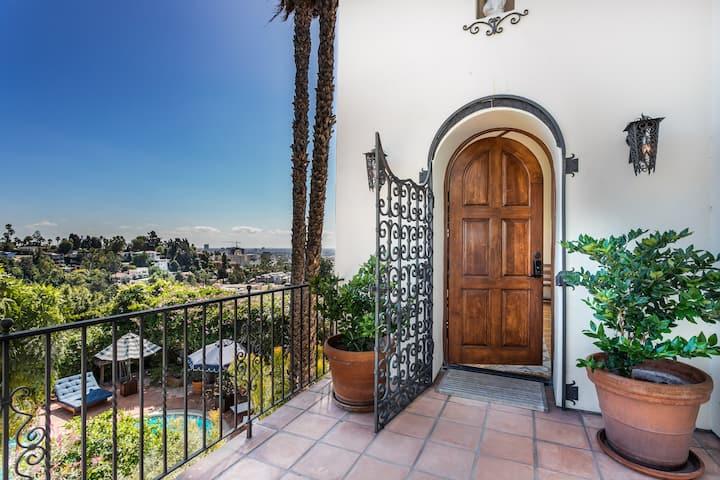 Hollywood Hills 360 degree Views 3 bedroom 3 bath