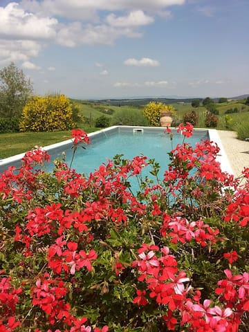 VILLA IN THE HEART OF TUSCANY WITH  - Montisi - Villa