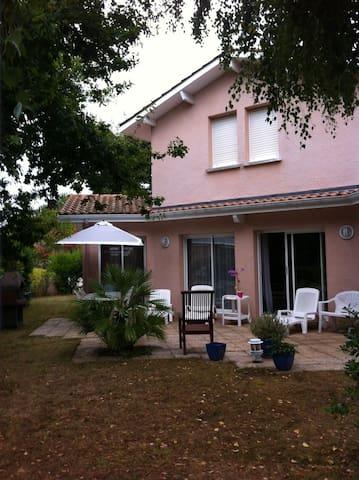 Maison moderne à 1,5 kms à pied de la plage - Andernos-les-Bains - Bed & Breakfast