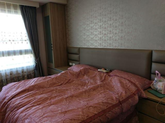 主臥雙人床
