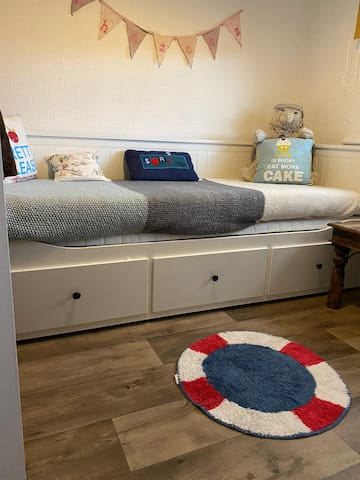 Spare room with sofa type pull out bed