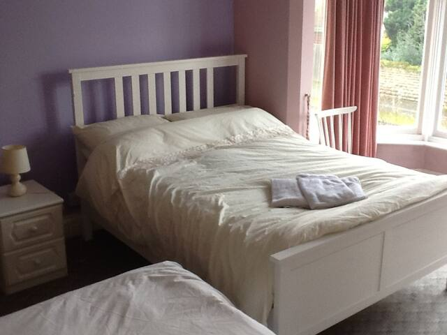 Double bed with optional additional single bed