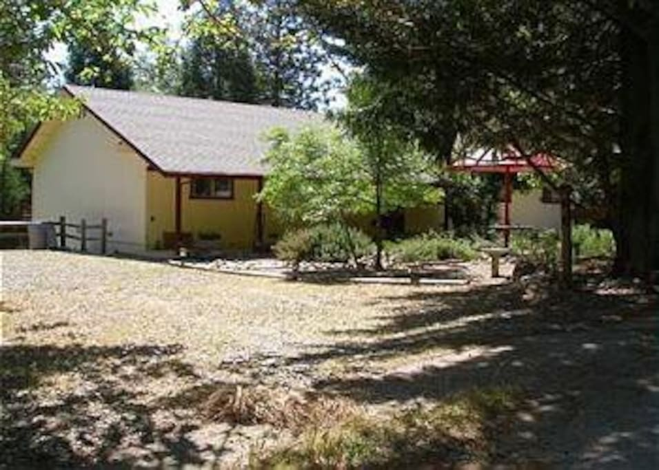 3 bedroom, 2 bath house 2 miles from Bass Lake