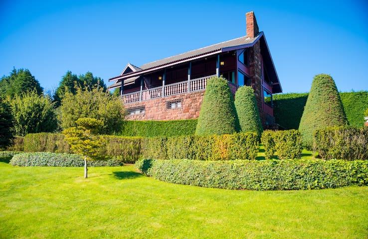 O Jardim dos Cisnes—the swan house