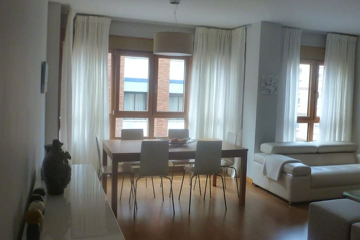 BEAUTIFUL APARTMENT LOCATED IN THE HEART OF OVIEDO - Oviedo - Daire