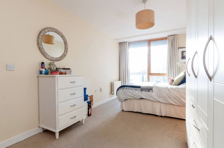 Cosy and bright ensuite in Grand Canal