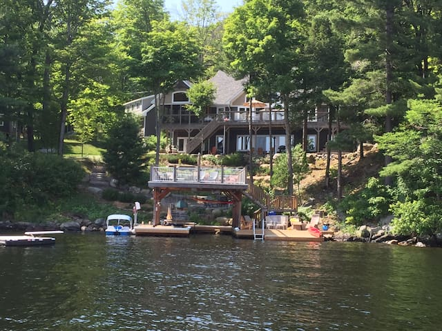Lake Muskoka - Luxury Lakeside upper level B&B