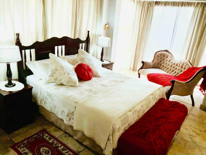 Ma Bella - Red Room
