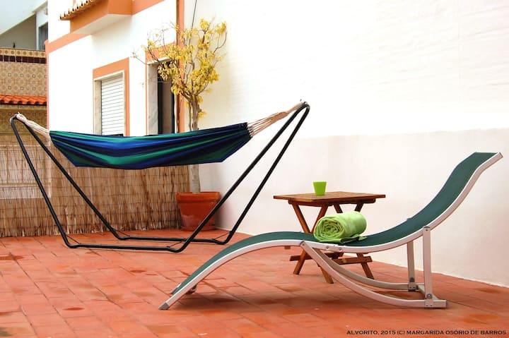 Alvorito - Beach Guesthouse + Big Patio