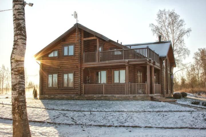 Уникальный дом у озера, вдали от городской суеты