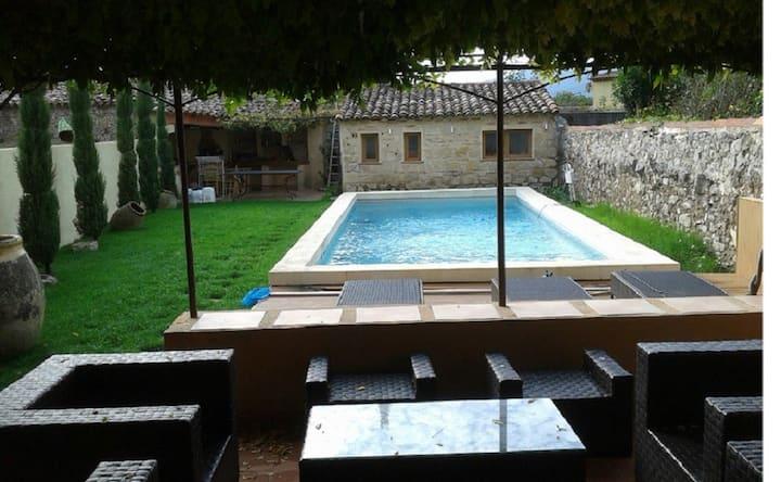 Maison de famille de 240 m² avec piscine