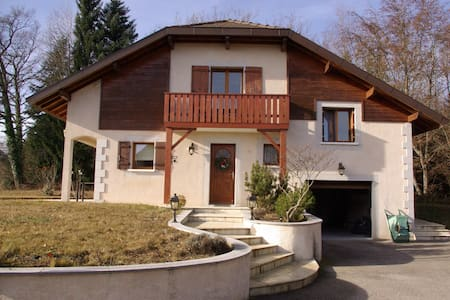 MAISON GROISY CHAMBRE 2 -  PRES ANNECY-GENEVE