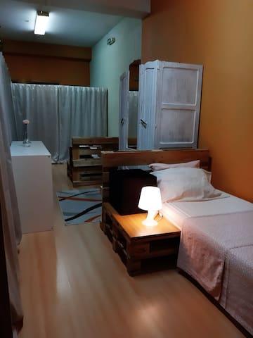Quarto Coral - Dormitório Econômico Tríplo C1
